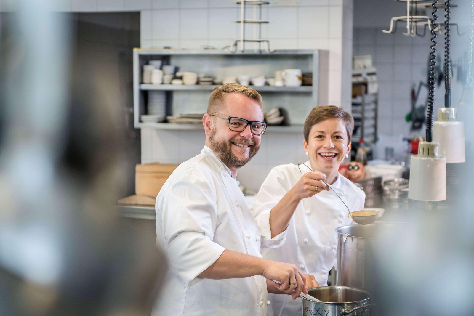 Astrid und Andreas Krainer in der Küche