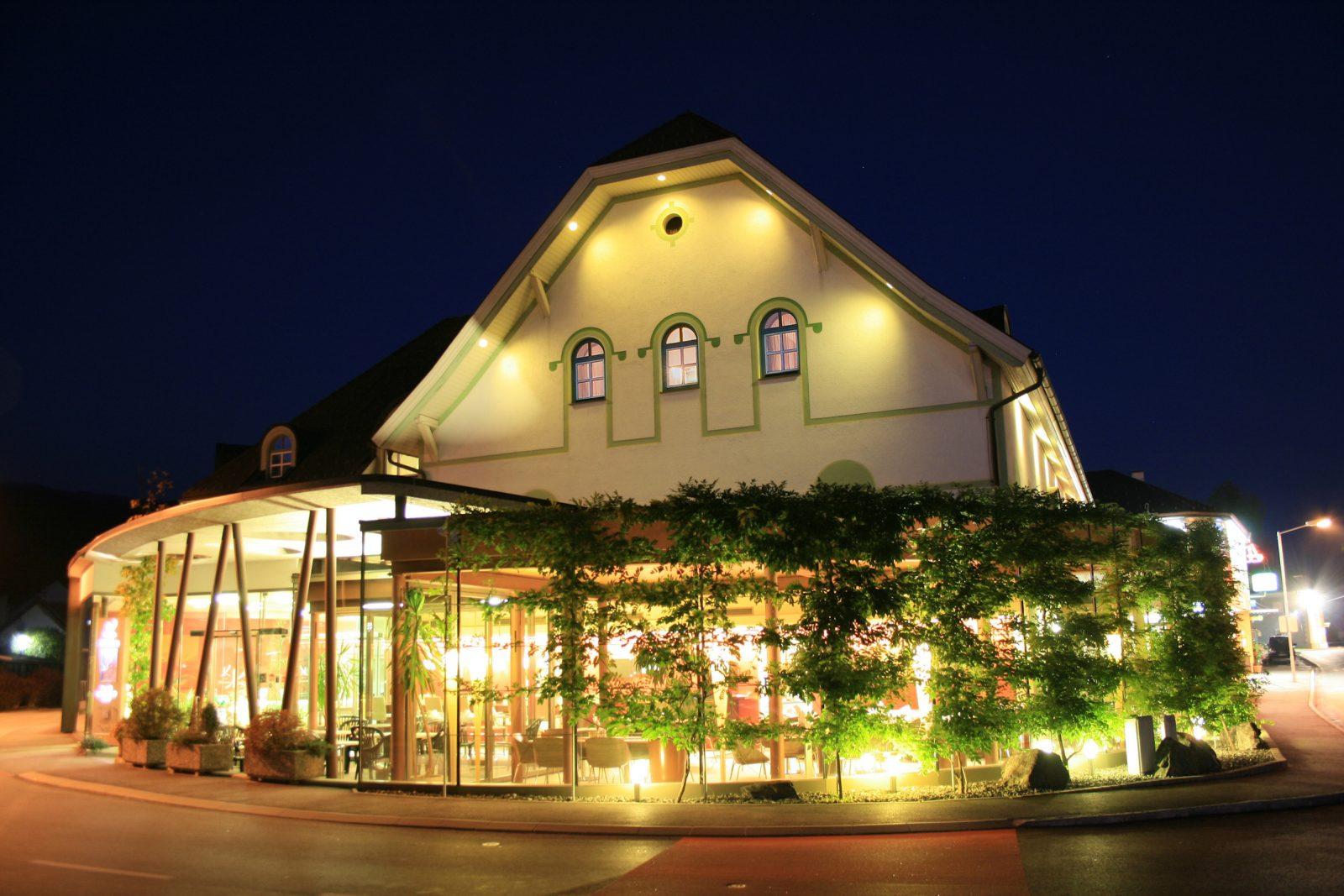 Aussenansicht Hotel Krainer bei Nacht